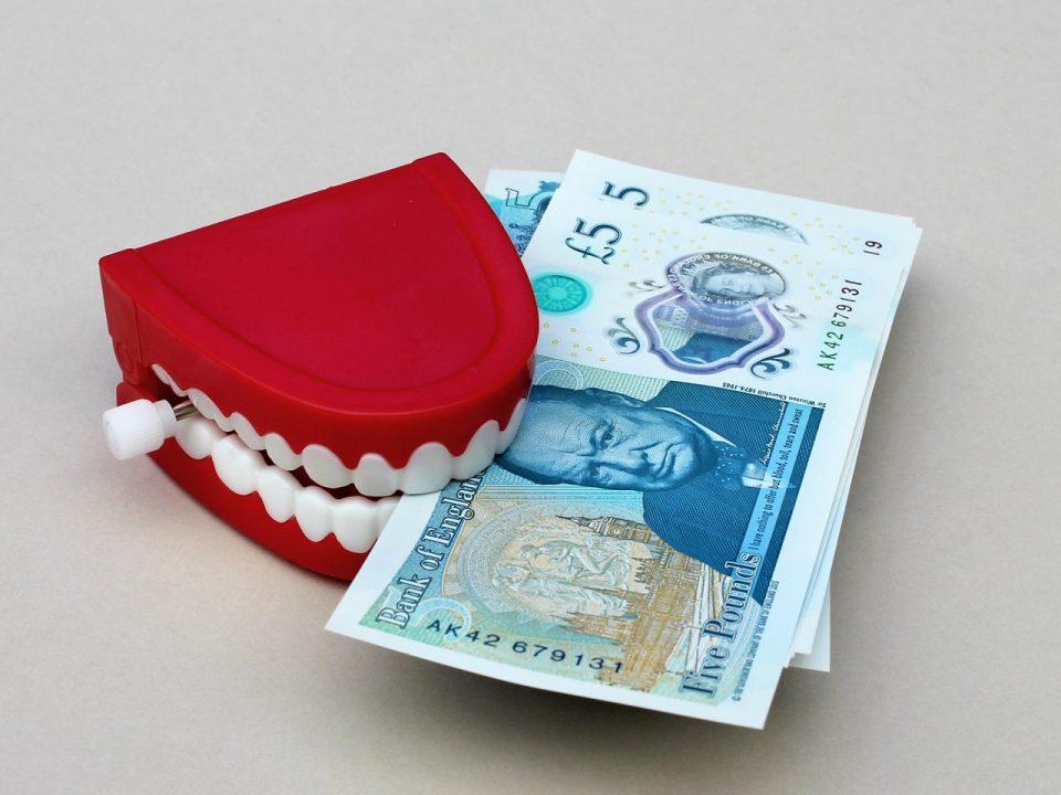 Pożyczka z komornikiem dla zadłużonych. Czy jest możliwa i jak ją otrzymać